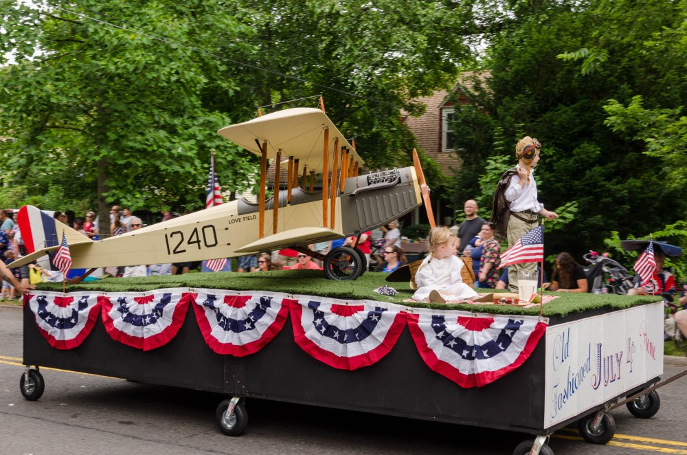 bi-plane float in Riverton parade
