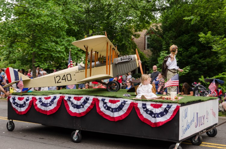 bi-plane float in Riverton parade