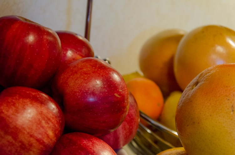 From left to right: Apples, clementines, and grapefruit.